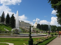 Доминанта в парке - Дворец
