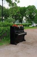 «Рояль в кустах сирени». «Зеленая неделя» 2012 в Парке Горького.